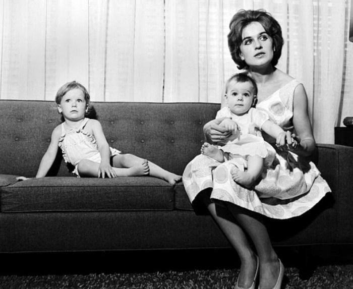 Марина Освальд с дочками. / Фото: www.blogspot.com