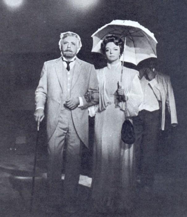 Раиса Этуш в спектакле «Вишнёвый сад». / Фото: www.kino-teatr.ru