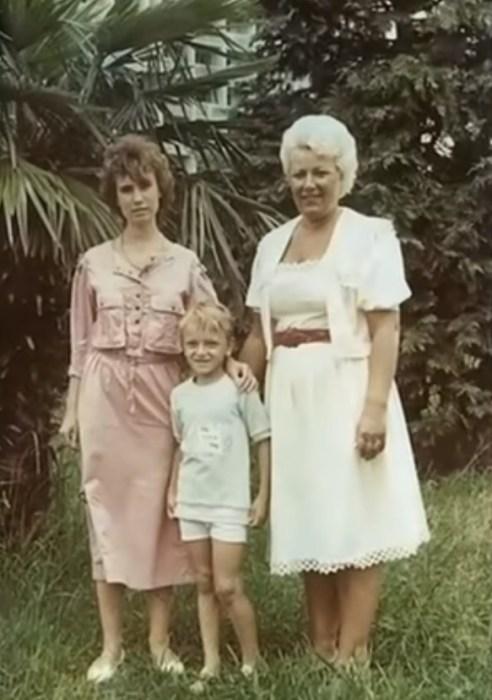 Ольга Тумайкина с мамой и младшим братом Василием. / Фото: www.russia.tv