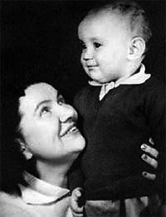 Нина Сазонова с сыном. / Фото: www.24smi.org
