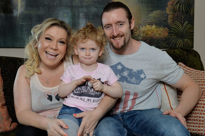 Тина Мэлоун с дочерью Флэйм и мужем Полом. / Фото: www.woman.ru