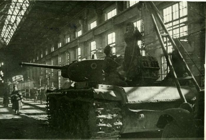 Сталинградский тракторный завод, 1942 год. / Фото: www.twitter.com