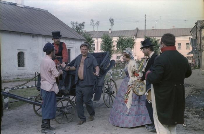 Константин Воинов и Лидия Смирнова во время съёмок фильма «Женитьба Бальзаминова». / Фото: www.story.ru