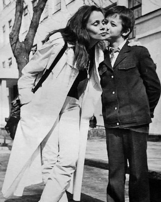 Любовь Полищук с сыном. / Фото: www.adfave.org