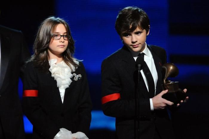 Дети Майкла Джексона получают посмертную награду отца. / Фото: www.hindustantimes.com
