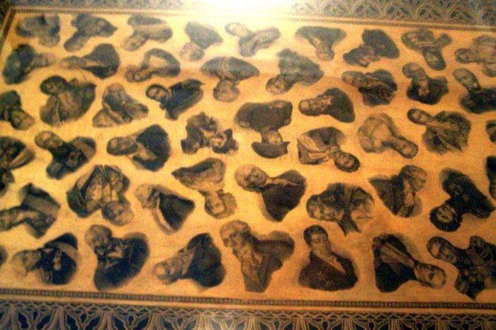 Столик, купленный в ленинградской комиссионке, оказался действительно уникальным. / Фото: www.osd.ru