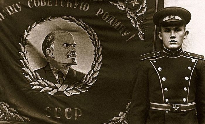 Валерий Хлевинский во время службы в отдельной роте почетного караула. / Фото: www.7days.ru