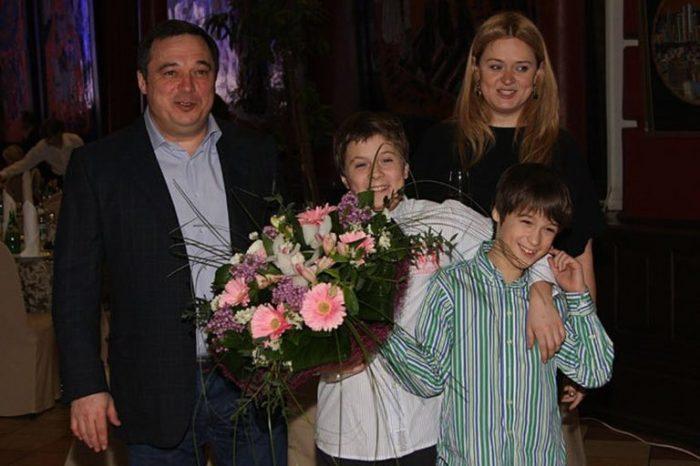Анна Михалкова и Альберт Баков с сыновьями. / Фото: www.semyablog.ru