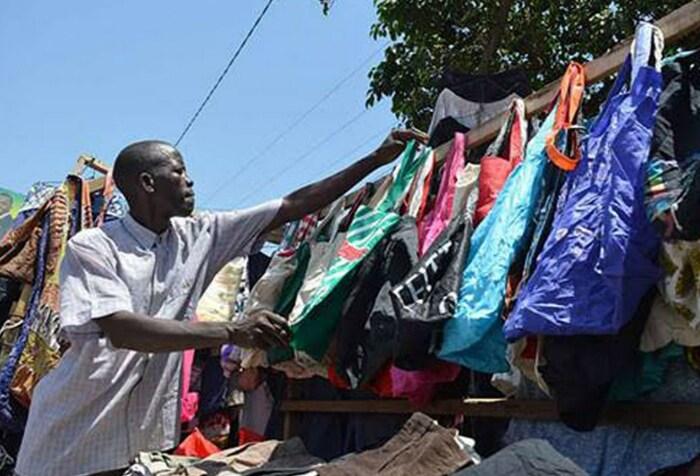В Кении запрещены пластиковые пакеты. / Фото: www.kijana-kwanza.org