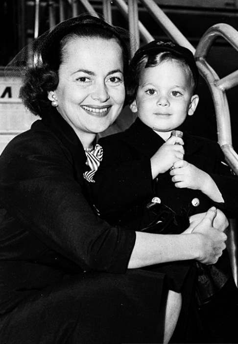 Оливия де Хэвилленд с сыном. / Фото: www.crystalkalyana.files.wordpress.com