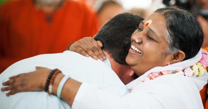Мата Амританандамайи - Обнимающая мать. / Фото: www.blogspot.com