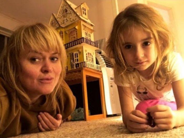 Анна Михалкова с дочерью. / Фото: www.7days.ru
