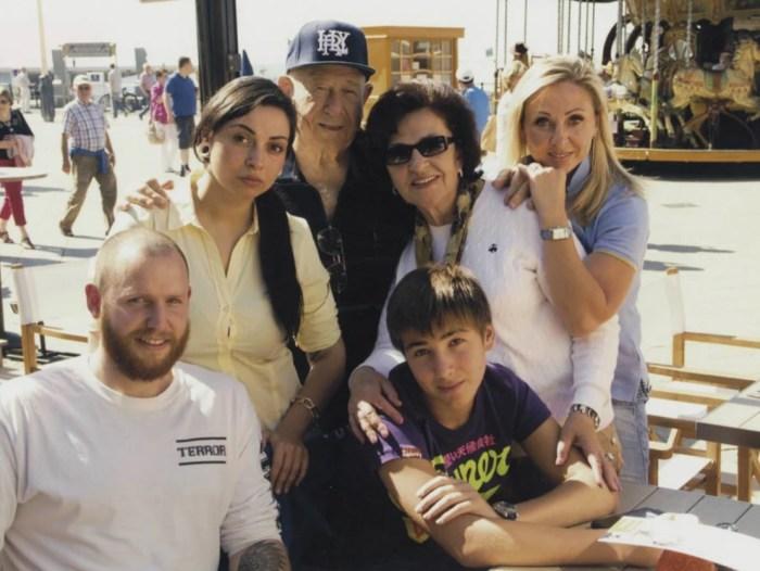 Алексей Леонов с женой, дочерью, зятем и внуками. / Фото: www.yandex.uz