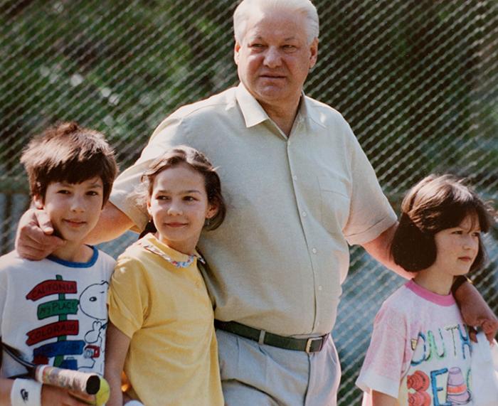 Борис Ельцин с внуками. / Фото: www.rbk.ru