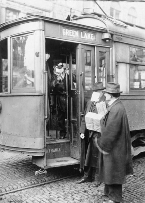 В Сиэтле во время пандемии испанского гриппа пассажиров пускали в трамвай только в защитных масках. / Фото: www.wikipedia.org