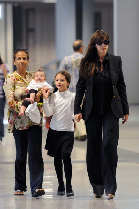 Моника Беллуччи с Девой и Леони. / Фото: www.woman.ru