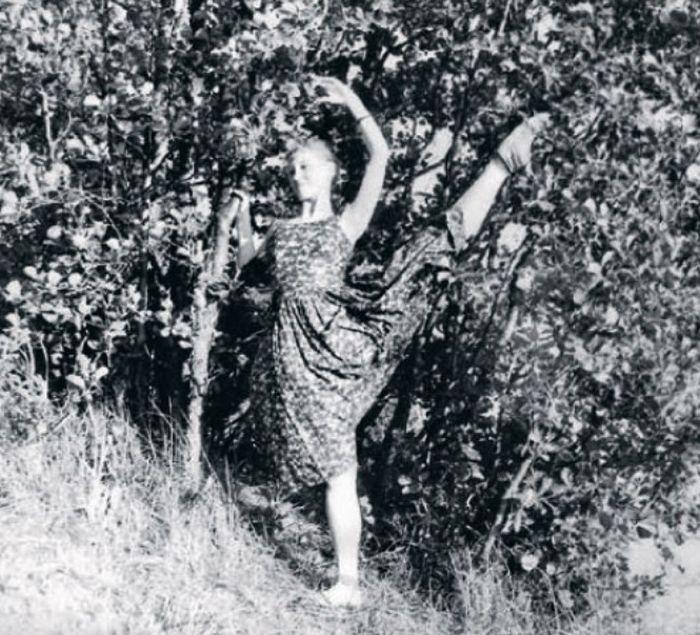 Наталия Макарова после поступления в хореографическое училище.