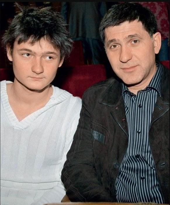 Сергей Пускепалис с сыном. / Фото: www.pinimg.com