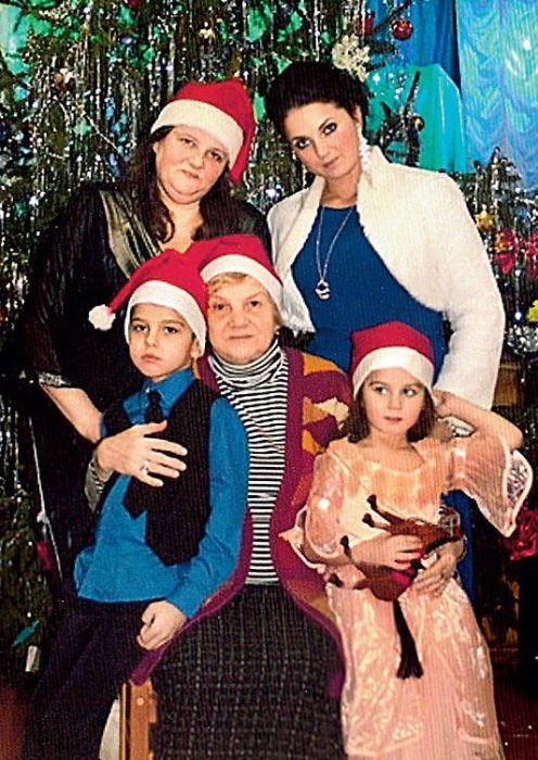 Ксения Румянцева с мамой, дочерью Сашей и внуками Марком и Алисой. / Фото: www.7days.ru