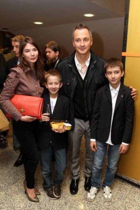 Степан Михалков со старшими детьми. / Фото: www.woman.ru