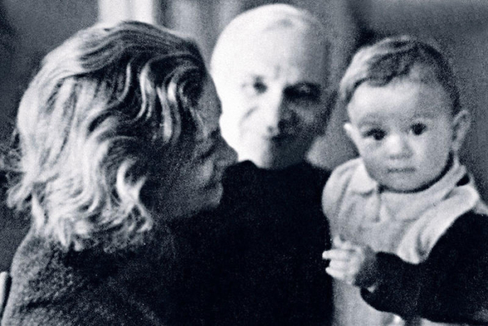 Евгений Габрилович с женой и внучкой Машей. / Фото: www.7days.ru