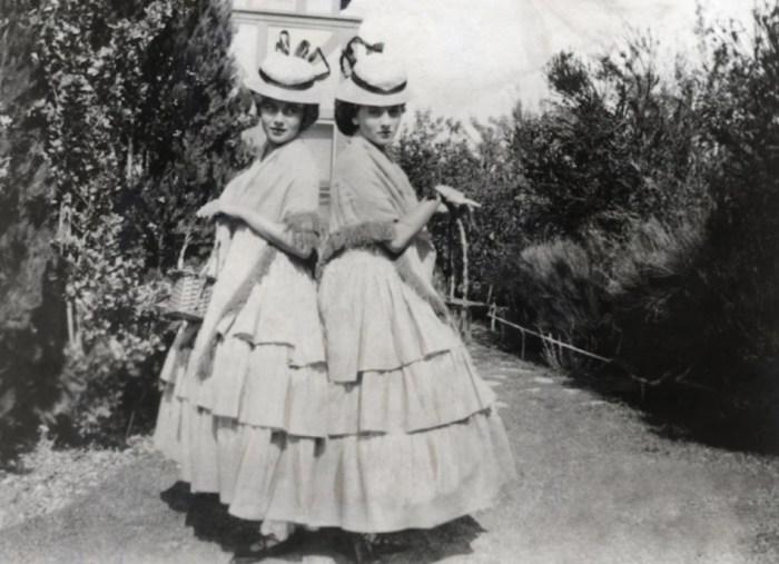 Оливия де Хэвилленд и Джоан Фонтейн. / Фото: www.vintagenewsdaily.com