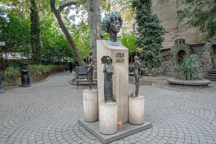 Памятник Софико Чиаурели. / Фото: www.countryscanner.ru