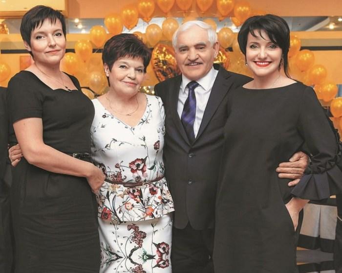 Инга Оболдина с мамой, папой и сестрой Екатериной. / Фото: www.sb.by