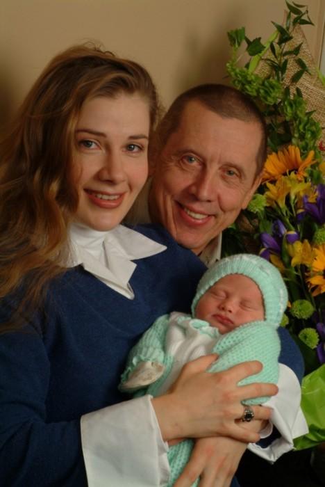 Ирина Линдт и Валерий Золотухин с сыном. / Фото: www.woman.ru