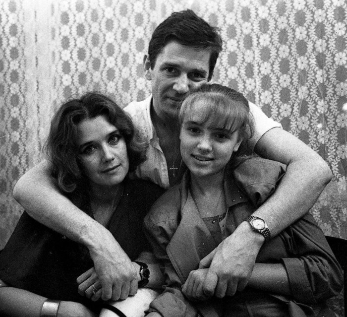 Александр Абдулов и Ирина Алфёрова с дочерью Ксенией. / Фото: www.yandex.net