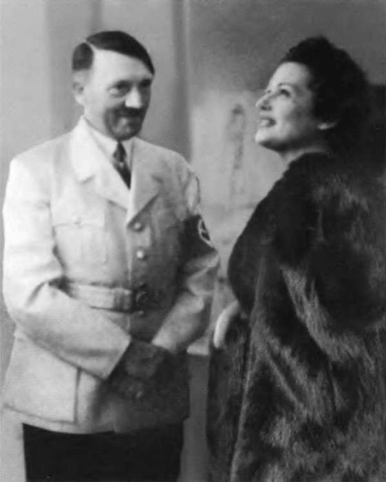 Ольга Чехова и Адольф Гитлер. / Фото: www.loveread.ec