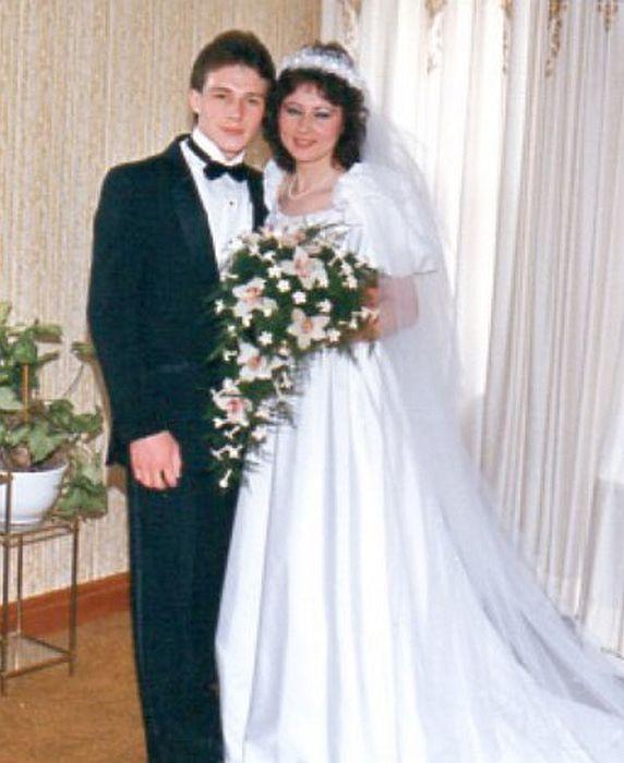 Уолтер Половчак с сестрой Натальей в день её свадьбы в 1988 году. / Фото: www.decades.com