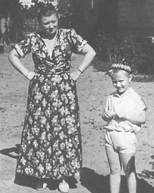 Андрей Миронов в детстве с мамой, Марией Мироновой. / Фото: www.fotocdn.net