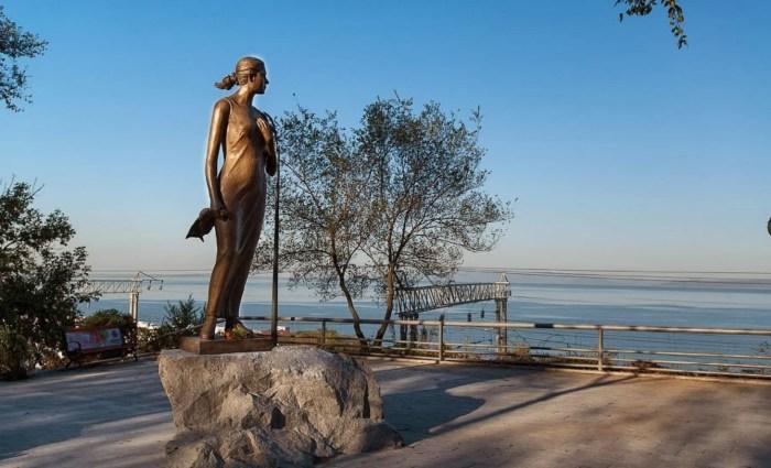 Владивосток. Памятник Екатерине Алексеевой, которую тоже считают героиней песни «Катюша». / Фото: www.blogspot.com