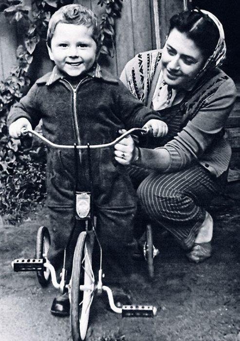Нина Скуйбина с сыном. / Фото: www.7days.ru