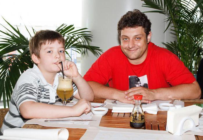 Михаил Полицеймако с сыном. / Фото: www.autogear.ru