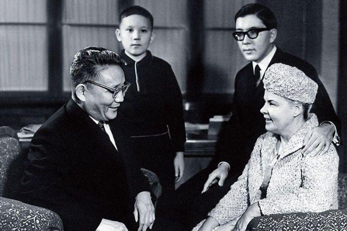 Анастасия Филатова и Юмжагийн Цэдэнбал с сыновьями. / Фото: www.7days.ru