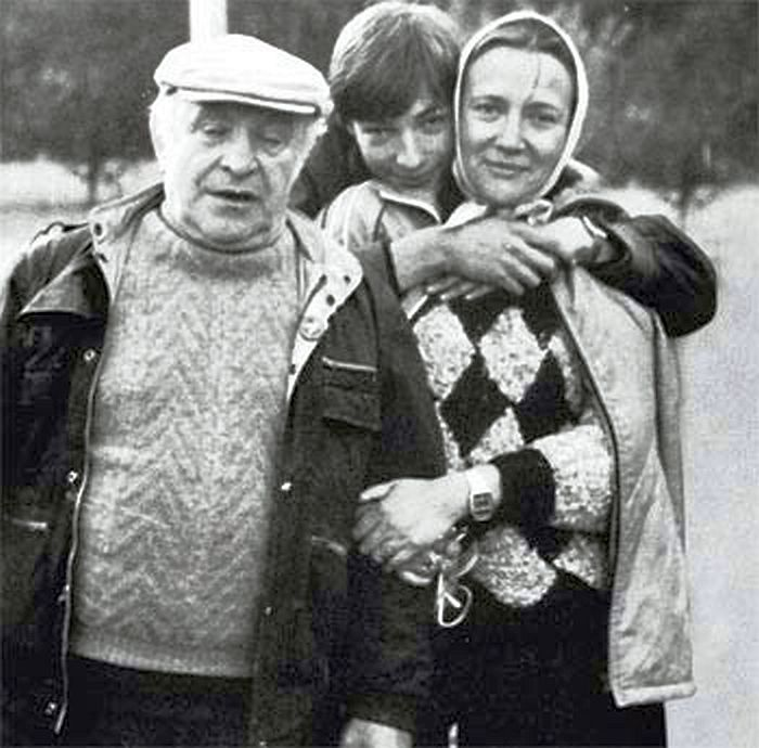 Ролан Быков и Елена Санаева с сыном. / Фото: www.sovet-ok.ru