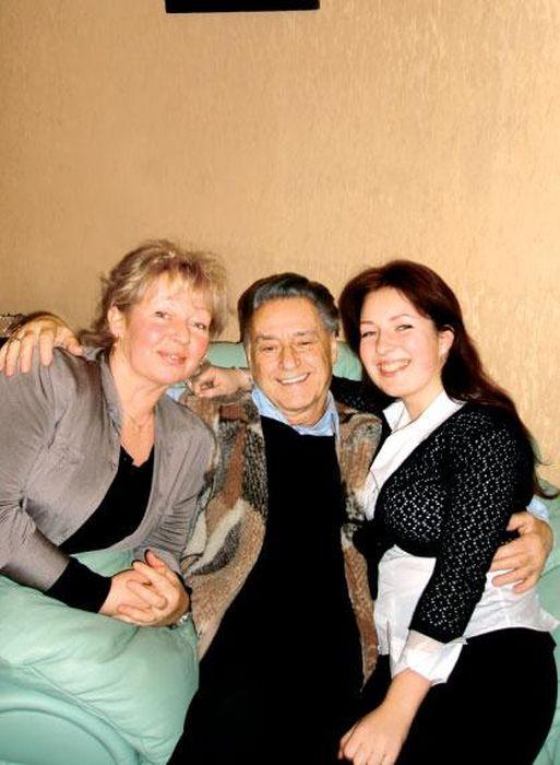 Андрей Дементьев с Дочерью Мариной и внучкой Кити. / Фото: www.booksonline.com.ua