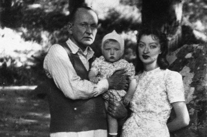 Александр и Лидия Вертинские с дочерью. / Фото: www.story.ru