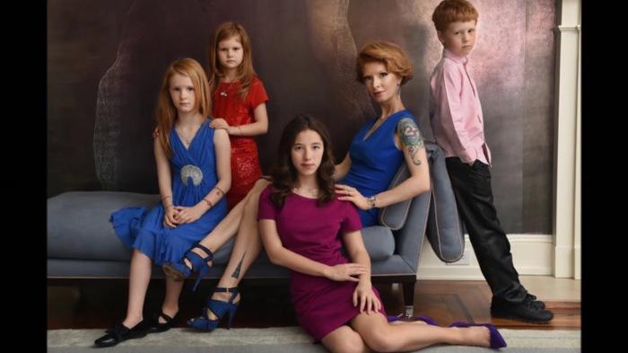 Амалия Мордвинова с детьми. / Фото: www.ytimg.com