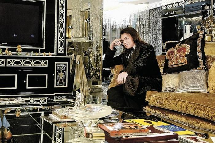 Филипп Киркоров в своей квартире. / Фото: www.domzamkad.ru