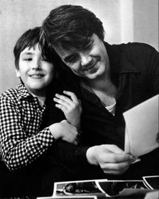 Юрий Гуляев с сыном. / Фото: www.ladymega.ru