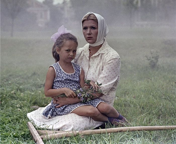 Кадр из фильма «Белые росы». / Фото: www.kino-teatr.ru