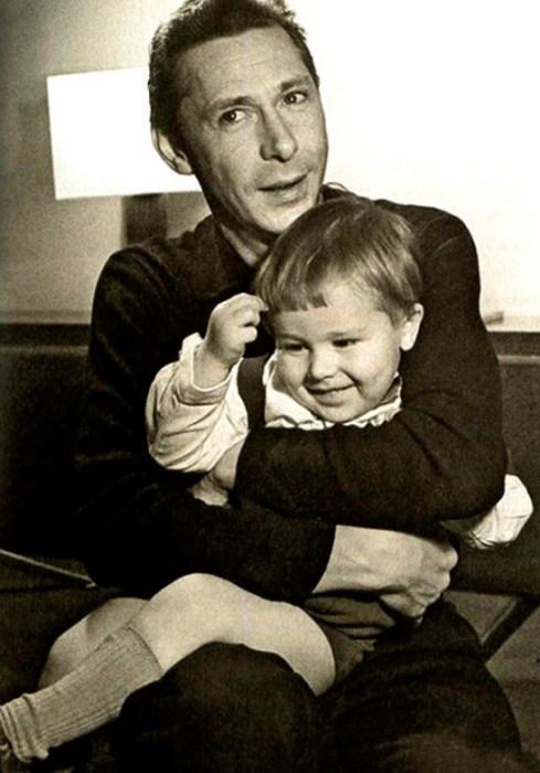 Олег Ефремов с сыном Михаилом. / Фото: www.cod28.ru