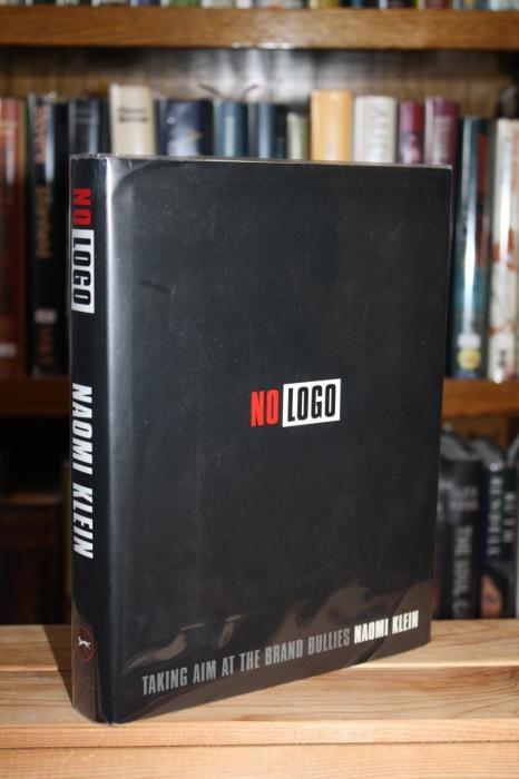 «NO LOGO. Люди против брендов», Наоми Кляйн. / Фото: www.abebooks.com