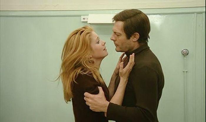 Марчелло Мастроянни и Катрин Денёв, кадр из фильма «Такое случается только с другими». / Фото: www.pinimg.com