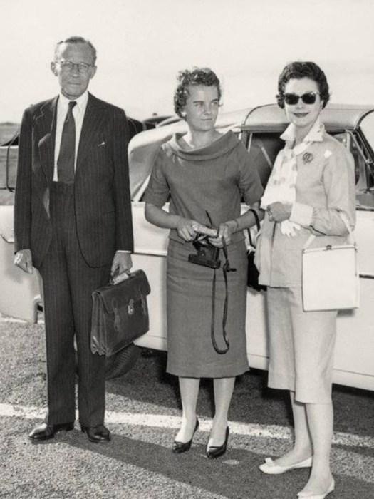 Сюзанна на отдыхе в Италии со своими родителями, Вивьен Ли и Ли Холман, в 1957 году. / Фото: www.ekogradmoscow.ru