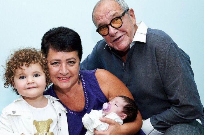 Эммануил Виторган с женой и дочками. / Фото: www.sm-news.ru