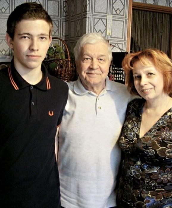 Владимир Ухин и Наталья Макарова с сыном Иваном. / Фото: www.zendiar.com